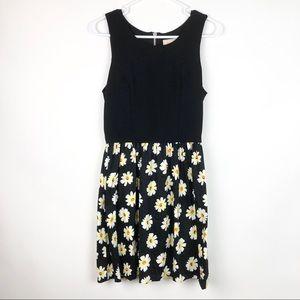 love...ady Sleeveless Daisy Print Dress